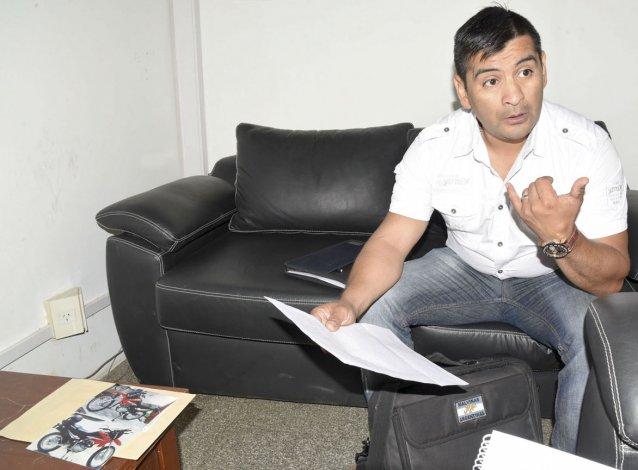 Sebastián Reuque solicita ayuda a la comunidad para recuperar su moto Honda Rally 150 cc