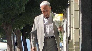 la tierna foto de un abuelo que emociono en san valentin