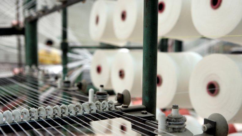 La industria textil es una de las más golpeadas por la liberación de las importaciones.