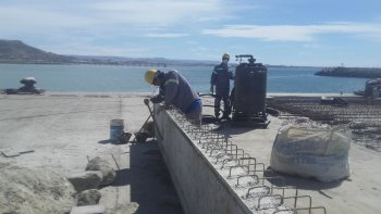 En el puerto local continúan los trabajos de ampliación.