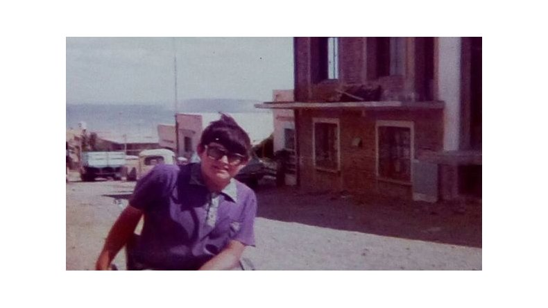 La polio dejó a Luis en una silla de ruedas. En la foto, cuando tenía unos 12 años en Comodoro Rivadavia