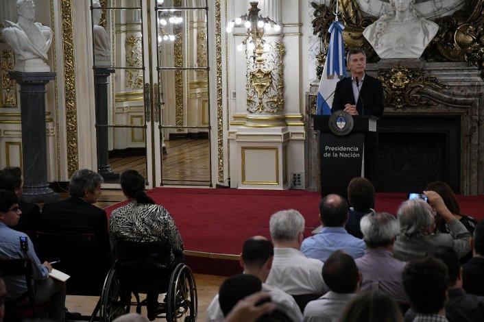 Macri ordenó volver a foja cero con el Correo y anuló recorte a la suba de jubilaciones