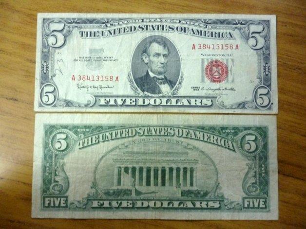 Asaltan a una mujer en una casa del centro y le llevan 5 dólares