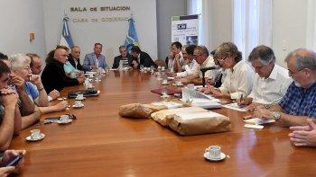 El gobernador Mario Das Neves encabezó ayer la apertura de ofertas para la construcción de la escuela 7717 del Stella Maris.