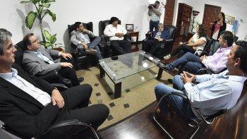 Das Neves en la reunión que mantuvo ayer con siete intendentes.