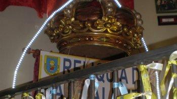 Cada 14 de febrero parejas de todo el mundo colocan cintas con sus nombres y le rezan al santo.