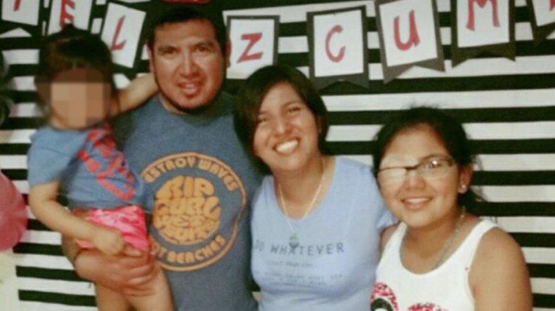 Valeria Carrizo y José Figueroa junto a su hija Ariana tuvieron que pelearle al cáncer y tras un largo tratamiento pudieron volver a Comodoro para seguir controlando la enfermedad.