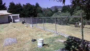 una joven de 21 anos murio al tocar la cerca electrificada de su casa