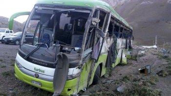 El colectivo quedó totalmente destruido luego del accidente que le quitó la vida a 19 personas y dejó a otras 25 heridas.