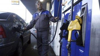 aseguran que el aumento del dolar no impactara en el precio de combustibles