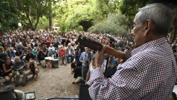 Diversas expresiones artísticas se reunieron el sábado en plaza Alberti para rendirle homenaje a Osvaldo Bayer.