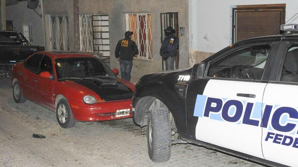 Uno de los procedimientos realizados durante la mañana de ayer en Comodoro Rivadavia.