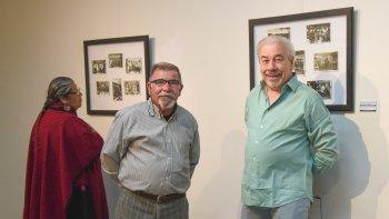 El director de Cultura, Daniel Vleminchx y el escritor Ernesto Allende, inauguraron ayer la muestra fotográfica Se me escapa un lagrimón.