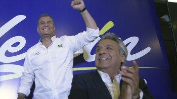 El presidente Rafael Correa junto al candidato oficialista Lenin Moreno.