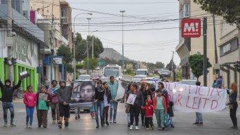 Los familiares y amigos de Angel Leonardo Vidal volvieron a marchar ayer pidiendo justicia por el joven asesinado el jueves 20 de octubre del año pasado.