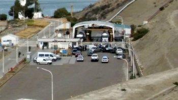 presencia policial y negociadores en la playa de tanques