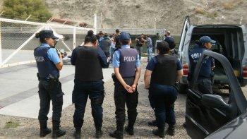 presencia policial en la playa de tanques