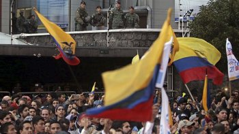 Con tensión, los ecuatorianos esperaban la confirmación del balotaje.