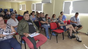 Trabajadores del Mercado Popular realizaron curso de manipulación de alimentos.