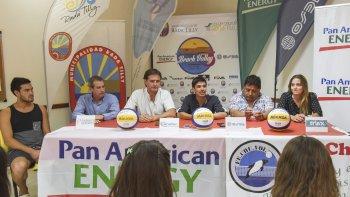 Ayer, en rueda de prensa, se presentó la 4ª fecha del Circuito Nacional de beach vóley que se inicia este domingo desde las 10.