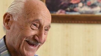 Eduardo Uglessich llegó a Comodoro en 1953 desde Puerto San Jualián para trabajar en contabilidad. Aquí se quedó, formó su familia y atendió durante 40 año la célebre librería El Estudiante que hasta hace tres años funcionó en Rivadavia y 25 de Mayo.