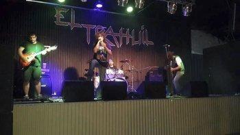 Tierra de locos se formó en 2011 y en 2016 grabó su primer demo de siete canciones.