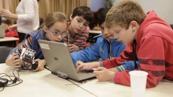robotito, el curso gratuito de robotica para chicos y chicas