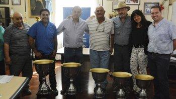 Dirigentes y funcionarios municipales en la presentación del 2° torneo Provincial de fútbol barrial.