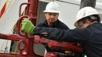 la agenda de flexibilizacion laboral busca imponerse en el sector petrolero nacional