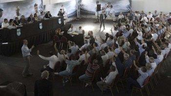 La AFA votó su nuevo estatuto y quedó en el ojo de la tormenta de la FIFA.