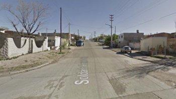 Eduardo Cárdenas fue encontrado sin vida en una vivienda de la calle Soldado Ortega al 500, en el barrio Tiro Federal de Trelew, con signos de haber sido brutalmente golpeado.