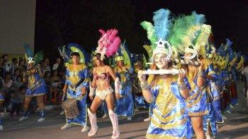 Dolavon vibró con una noche fantástica de carnaval.