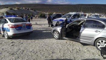 La policía de Rada Tilly ayer por la tarde le secuestró dos revólveres a Adolfo Rubilar. Fue en la playa La Bajada de los Palitos.