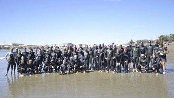 En un marco de buena adhesión se concretó la Travesía Día del Guardavidas en la costanera local.