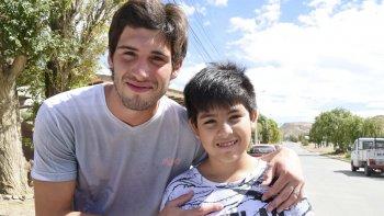 Nicolás y Gonzalo se conocieron sin proponérselo hace cinco días porque uno rescató al otro de la marea que se lo llevaba en la playa de Restinga Alí.