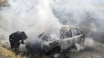 Hospitalizada tras incendiarse su auto