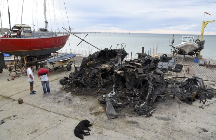 Un pirómano quemó ocho embarcaciones en el Club Náutico Comandante Espora y quedó registrado por las cámaras de seguridad.