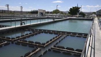 Producto del incremento del consumo cayeron las reservas del Puesto La Mata y ayer la Cooperativa volvió a interrumpir el suministro de agua.