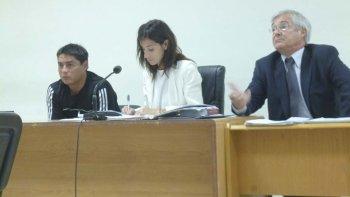 La juez Raquel Tassello confirmó el mantenimiento de la prisión preventiva de Claudio Alberto Huilipan, mientras que el fiscal Adrián Cabral agravó la calificación a robo en poblado y banda.