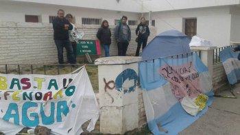 Los autoconvocados en defensa del agua de Sarmiento levantaron ayer el acampe que el miércoles montaron frente a la sede local del Instituto Provincial de Agua.