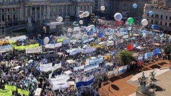 Los gremios se preparan para anunciar el primer paro general contra Macri
