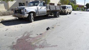 La Renault Kangoo impactó contra el camión estacionado y la mujer que viajaba en la butaca de acompañante falleció en el lugar.