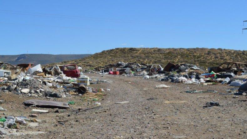 En Comodoro los basurales clandestinos son parte del paisaje. Se estima que hay más de 100 depósitos ilegales en diferentes superficies que fueron generados por la propia comunidad.