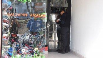 La Tienda Aikala, ubicada en Rivadavia al 2.200, fue asaltada el 2 de marzo.