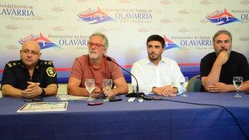 El intendente Ezequiel Galli, junto a los productores Marcos y Matías Peuscovich y el jefe Distrital de Policía Mario Busto la semana pasada cuando informaban cómo sería el operativo.
