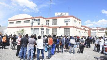 Tras el despido de los trabajadores de la textil Guilford y la crítica situación que atraviesan para lograr el pago de las indemnizaciones, el municipio asumió el compromiso de asegurar la reinserción laboral de los damnificados.