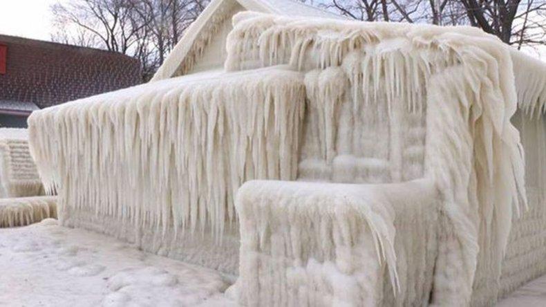 Una casa soportó cinco días de tormentas y quedó congelada