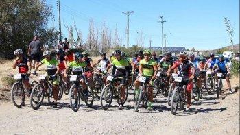 Alrededor de 60 bikers le dieron vida al arranque del Patagónico.