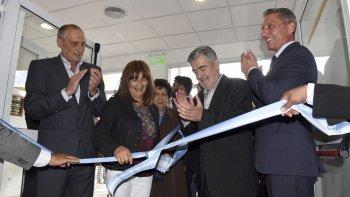 Durante sus actividades de ayer en Comodoro Rivadavia, el gobernador inauguró dos edificios escolares.