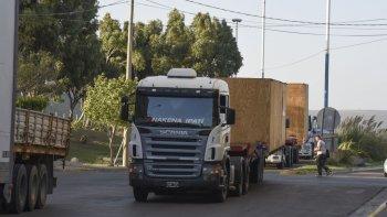 La construcción del camino de Circunvalación permitirá que los camiones de flota pesada no tenganque atravesar el ejido urbano para cruzar la ciudad.